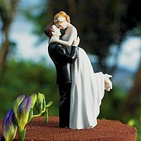 Bride and groom figurine cake toppers