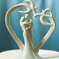 Heart shaped palm trees and wedding couple cake topper