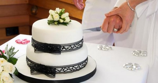 cutting of wedding cake symbolism icing on the cake a s guide to getting 13293