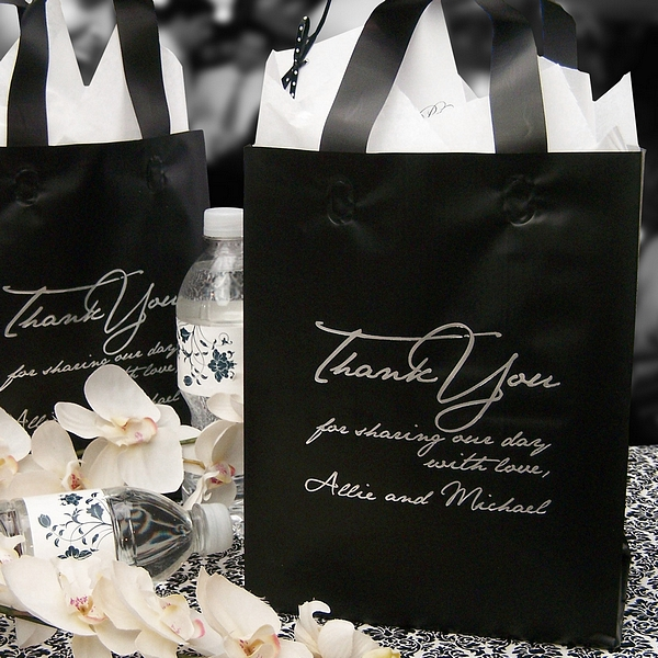 Wedding Gift Bag Suggestions : Personalized Wedding Gift Bags