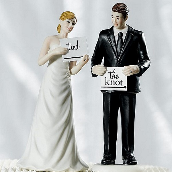 'Read My Sign' Bride and Groom Figurine Cake Topper with Tied the Knot Sign