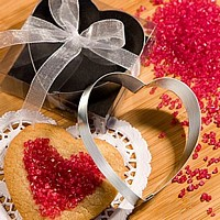 Cookie cutter wedding favors