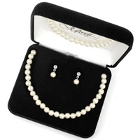 Boxed pearl and crystal jewelry set
