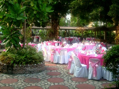 Wedding reception tables decorated in outdoor wedding reception location